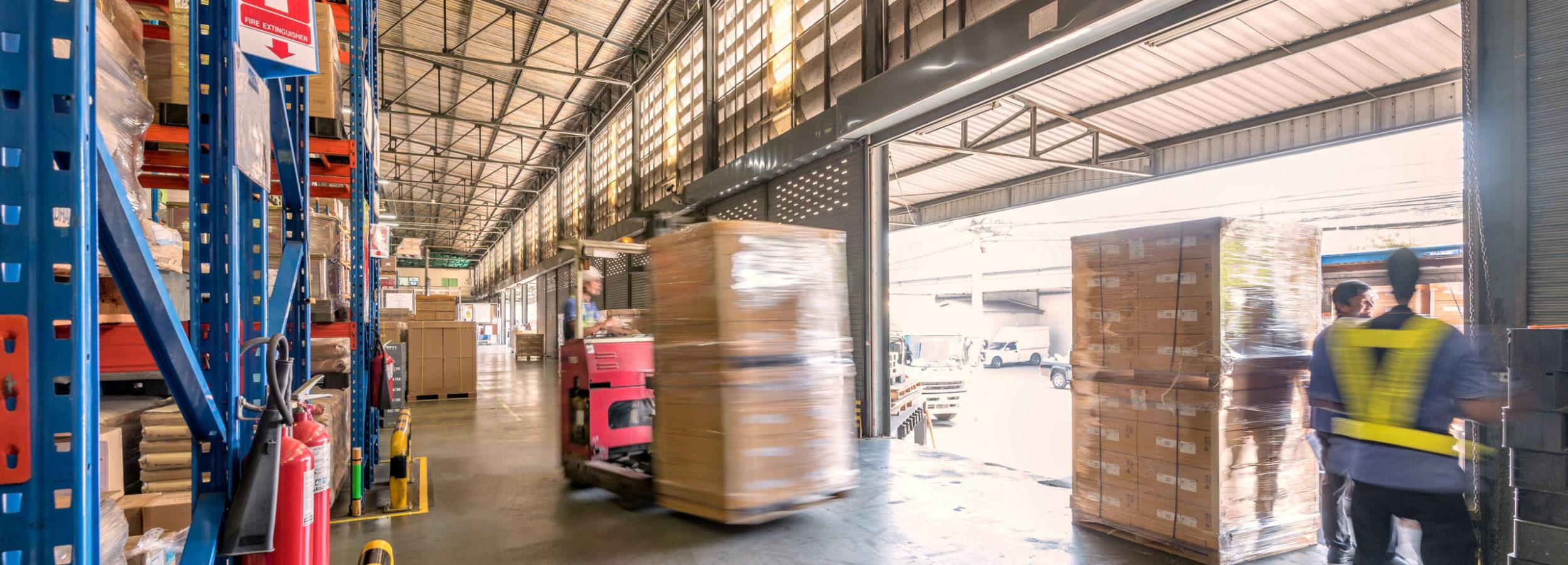 物流倉庫での搬出作業イメージ